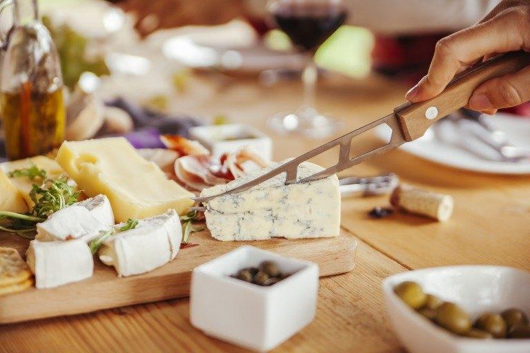 チーズを切るイメージ