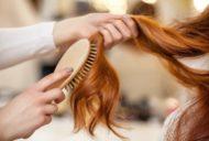 ヘアサロンで髪をとくイメージ
