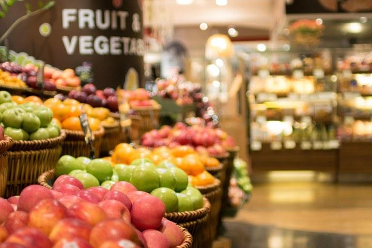 スーパーマーケットの生鮮食品