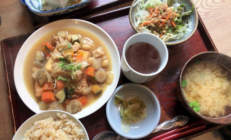 豆腐ステーキの秋の五目根菜たっぷり鶏そぼろのみそソース