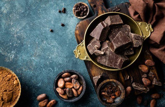 チョコレートとカカオ豆
